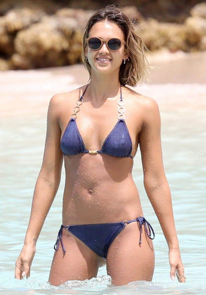 Jessica Alba measurements, Jessica Alba instagram, Jessica Alba bra size, Jessica Alba breast size, hip size, body size