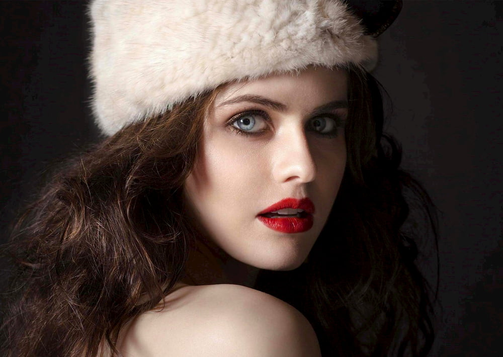 What is Alexandra Daddario measurements, Age, Alexandra Daddario movies, Alexandra Daddario husband, Alexandra Daddario boyfriend, Alexandra Daddario wallpaper, height, weight, eyes color, favorites, hobbies, personal life.