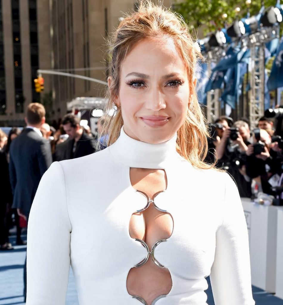 What are jennifer lopez measurements, feet size, dress size, weight, height, bra size, breast size, jennifer lopez instagram profile, jennifer lopez twitter, body measurements, jennifer lopez age, how old jennifer lopez, jennifer lopez husband name, jennifer lopez daughter name, jennifer lopez net worth.