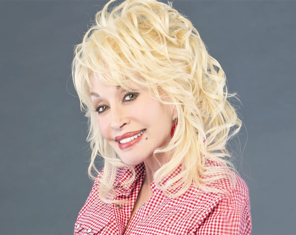 What are Dolly Parton measurements dolly parton height, how tall is dolly parton, dolly parton body, dolly parton bra size, dolly parton breasts, are dolly partons boobs real, dolly parton breast size, dolly parton breast, are dolly parton's boobs real, does dolly parton have breast implants, reese witherspoon measurements, celebrity bra sizes, dolly parton breast implants, bra size, breast size, plastic surgery, breast implants, natural breasts, most beautiful actresses